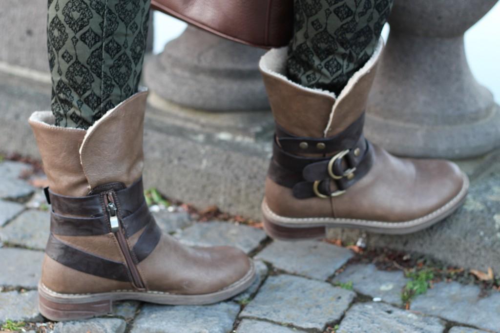 Military Style Military Look Khaki Wintermantel weiblich Boots braun Fell