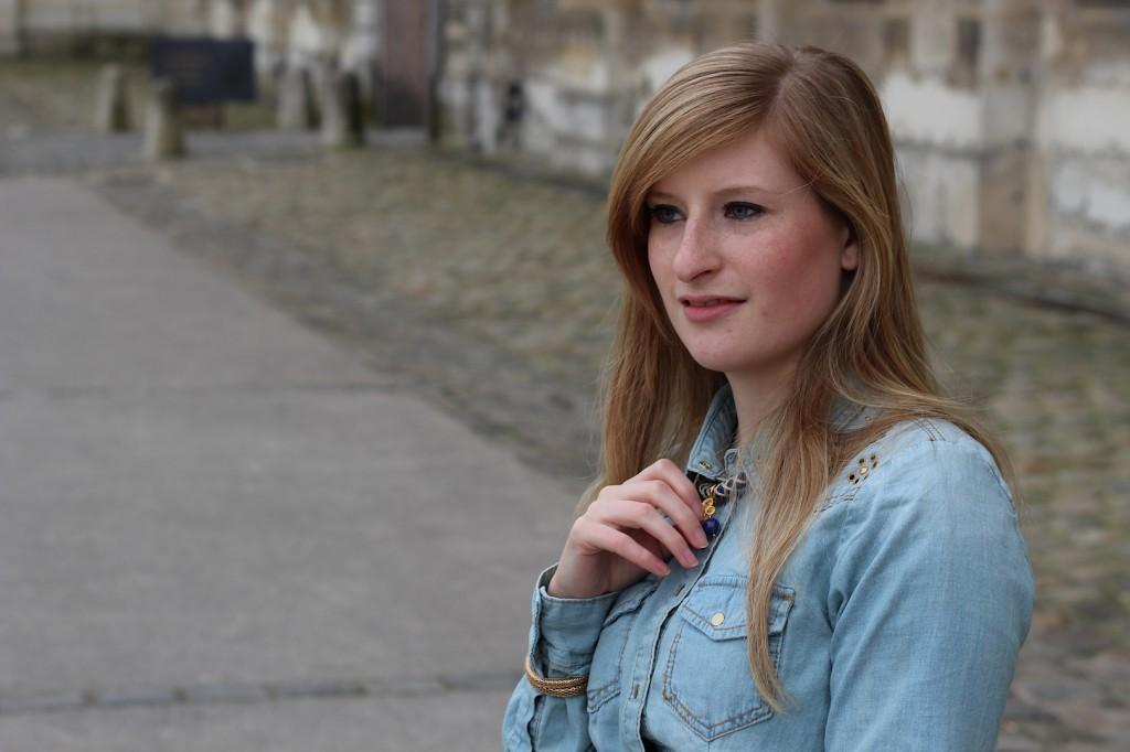 Jeans Bluse streetstyle Paris OOTD Blog kombinieren