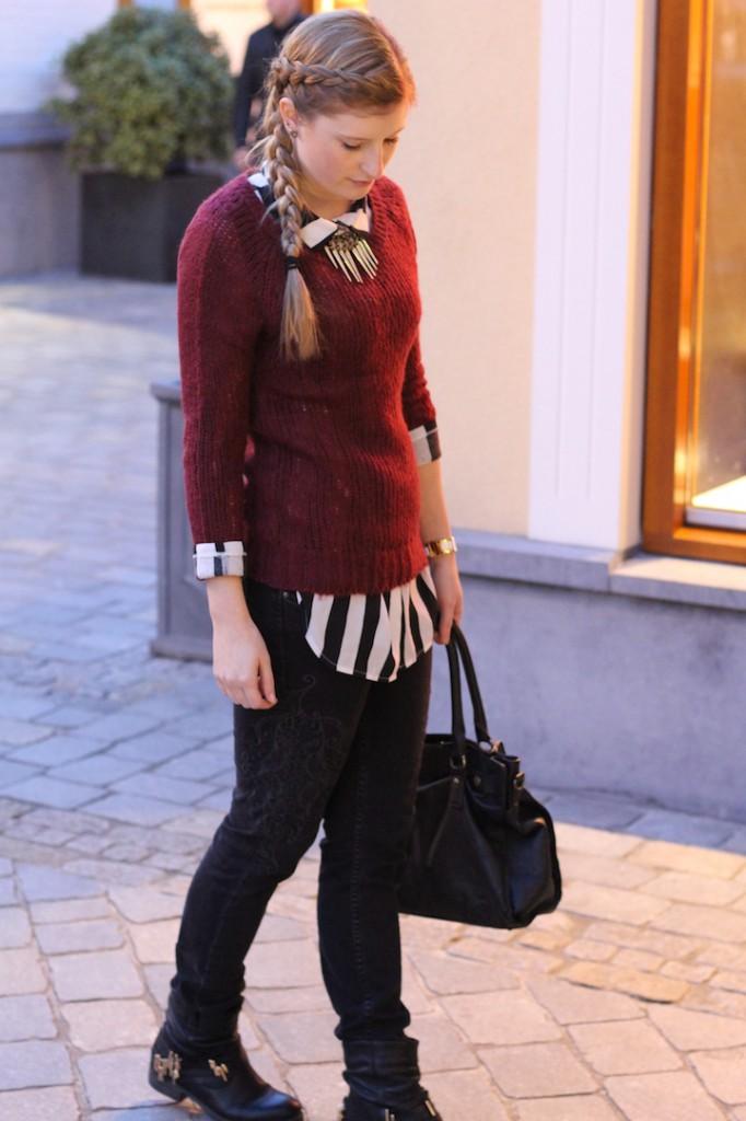 schwarz weiß gestreifte Bluse Pulloverkombinieren Biker Boots Buffallo Handtasche geflochtene Haare Roermond Outlet