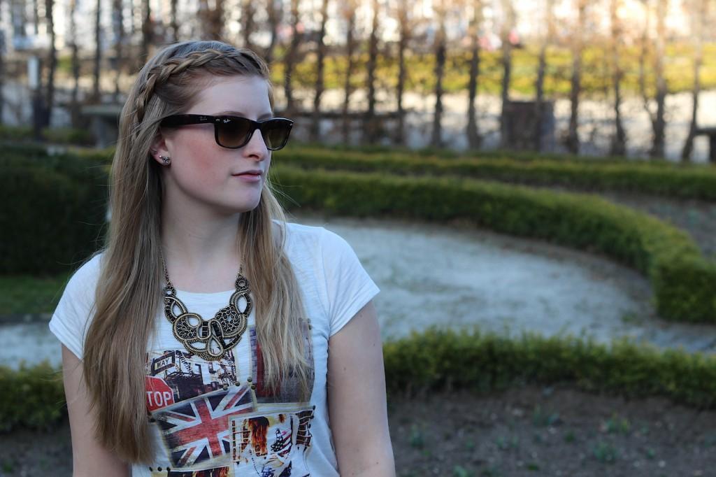 Lederleggins und Printed Shirt Modeblog Deutschland