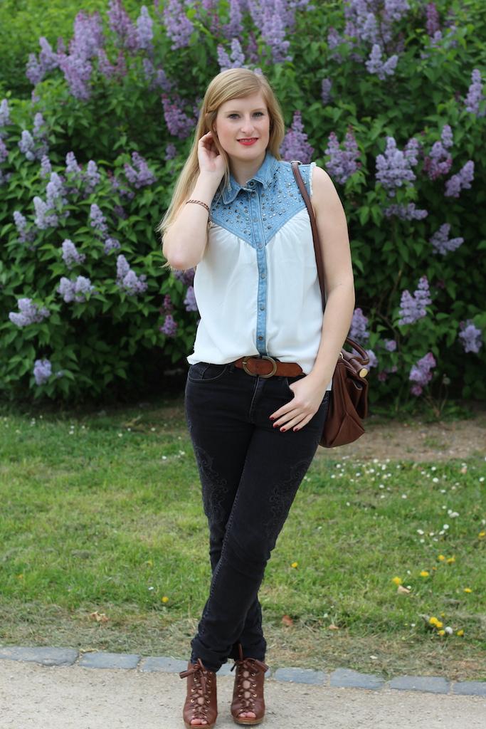jeans blouse brinis fashionbook Jeans Bluse Frühlingslook OOTD braune Leder Tasche & Heels