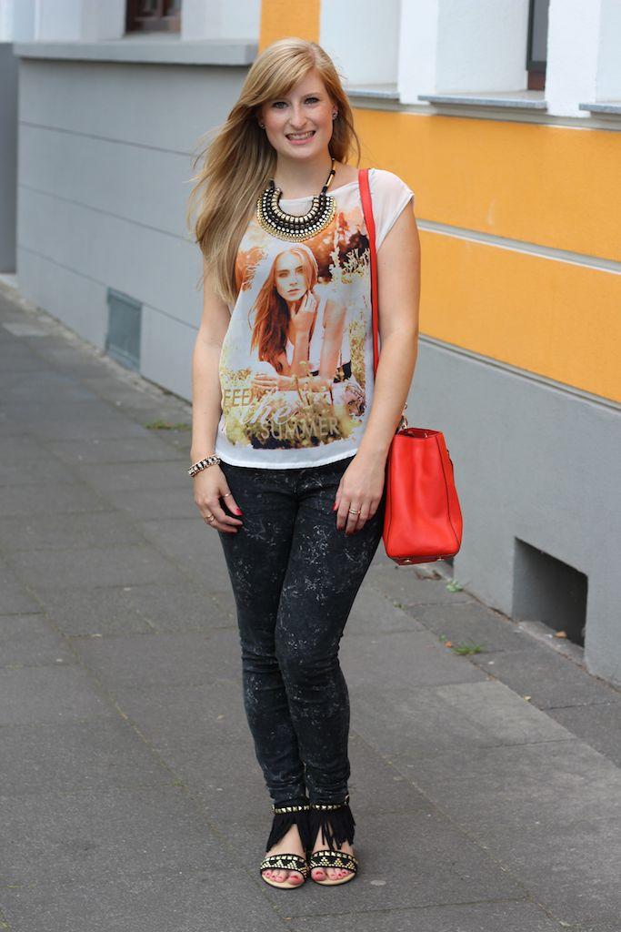 Orange printed T-Shirt, Skinny Jeans und Fransen-Sandalen C&A OOTD