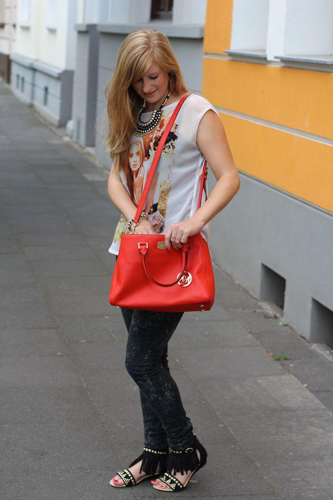 Skinny Jeans und Fransen-Sandalen Michael Kors Tasche Orange