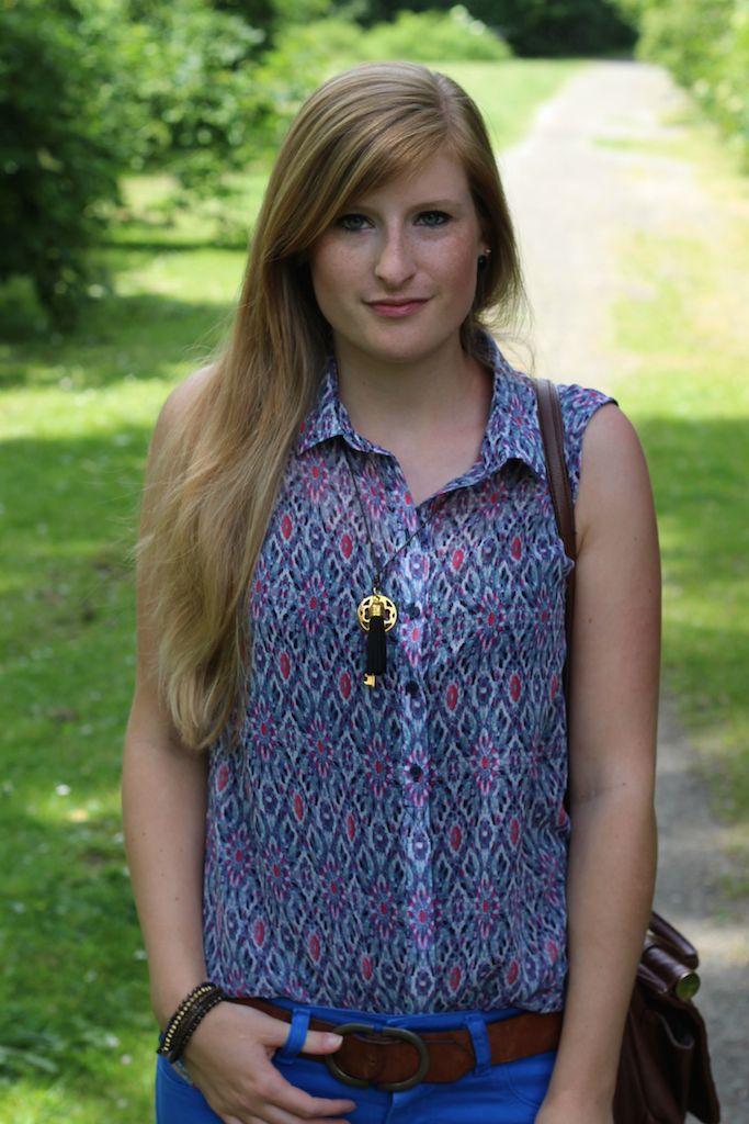 Musterbluse Blau Rosa blaue Sommerhose Fashion Blog Köln streetstyle