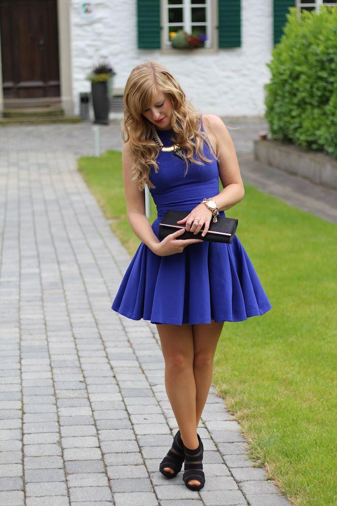 Blaues Kleid Standesamt Brini Standesamt Kleid blaues Cocktailkleid schwarze Clutch Gast Modeblog