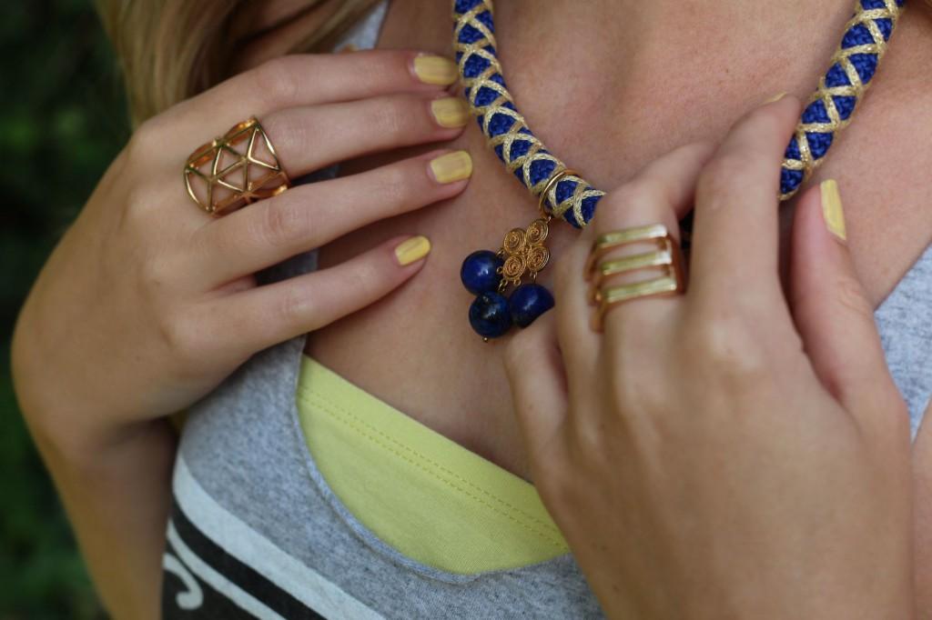 Blau gelbe Twininas Kette goldener Schmuck goldene Ringe