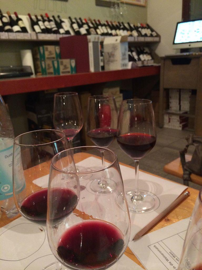 Weinprobe - wir sind zwar immer noch keine Experten, aber es hat einfach super viel Spaß gemacht.