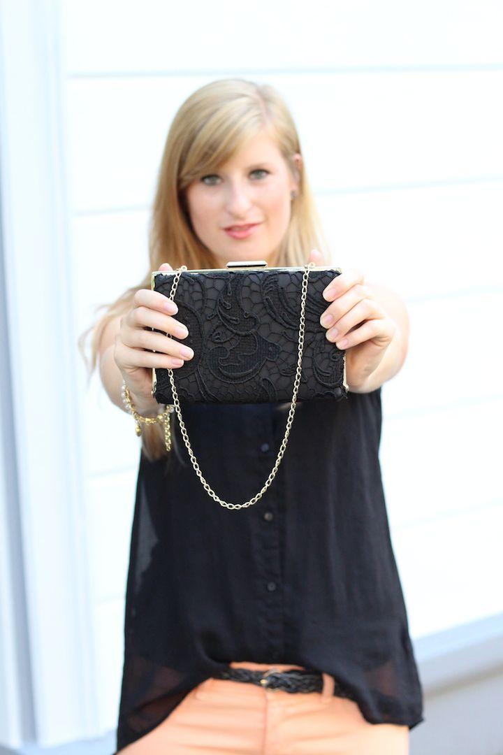 Schwarze Clutch gold Spitze Details Accessoires Blog kleine Handtasche