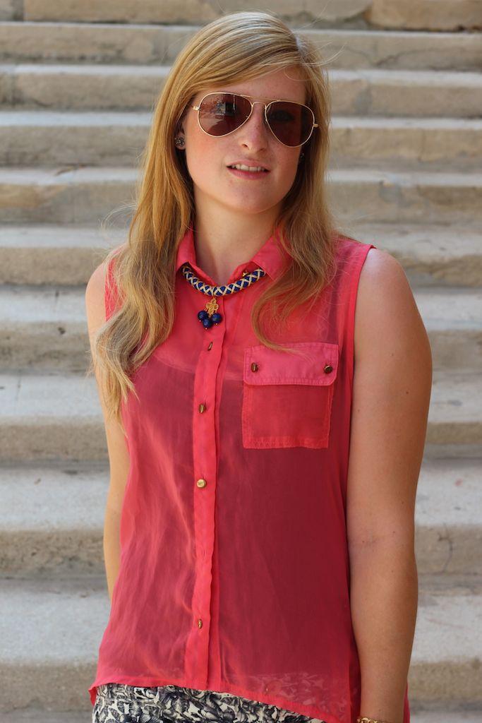 Pinke Bluse Reiseoutfit Urlaubszeit Pilotenbrille Marseille Modeblog OOTD Reise