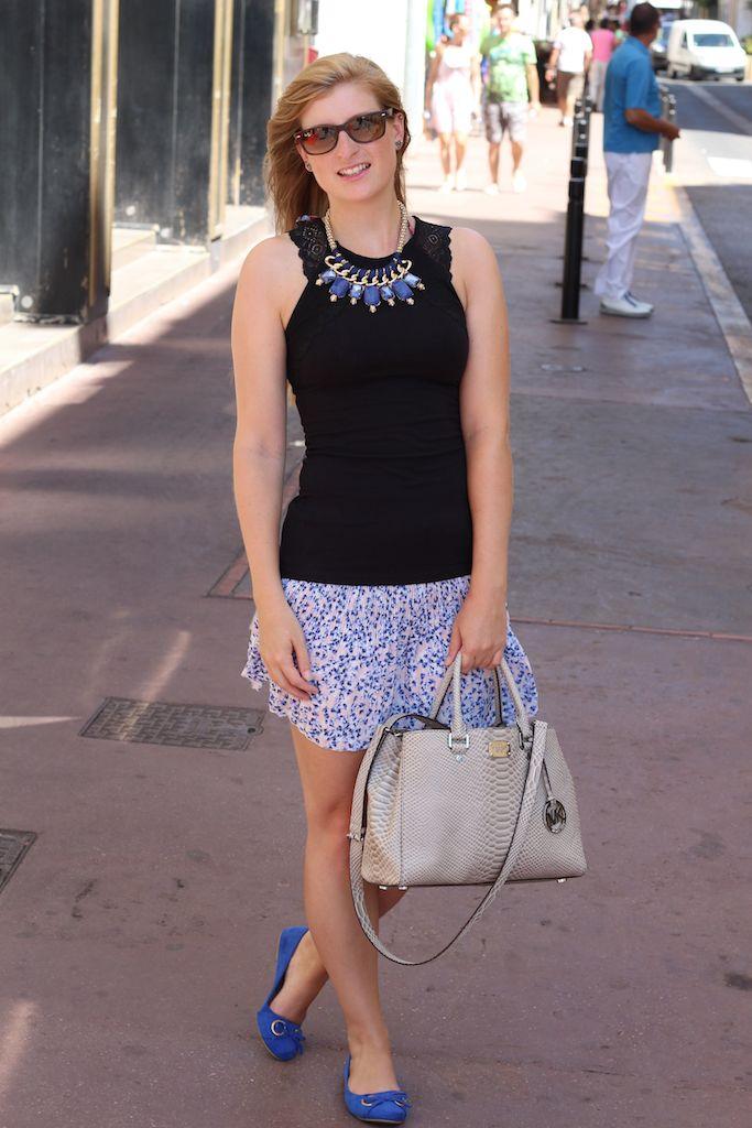 Blauer Sommer Look Cannes Sommerrock graue Michael Kors blaue Ballerinas