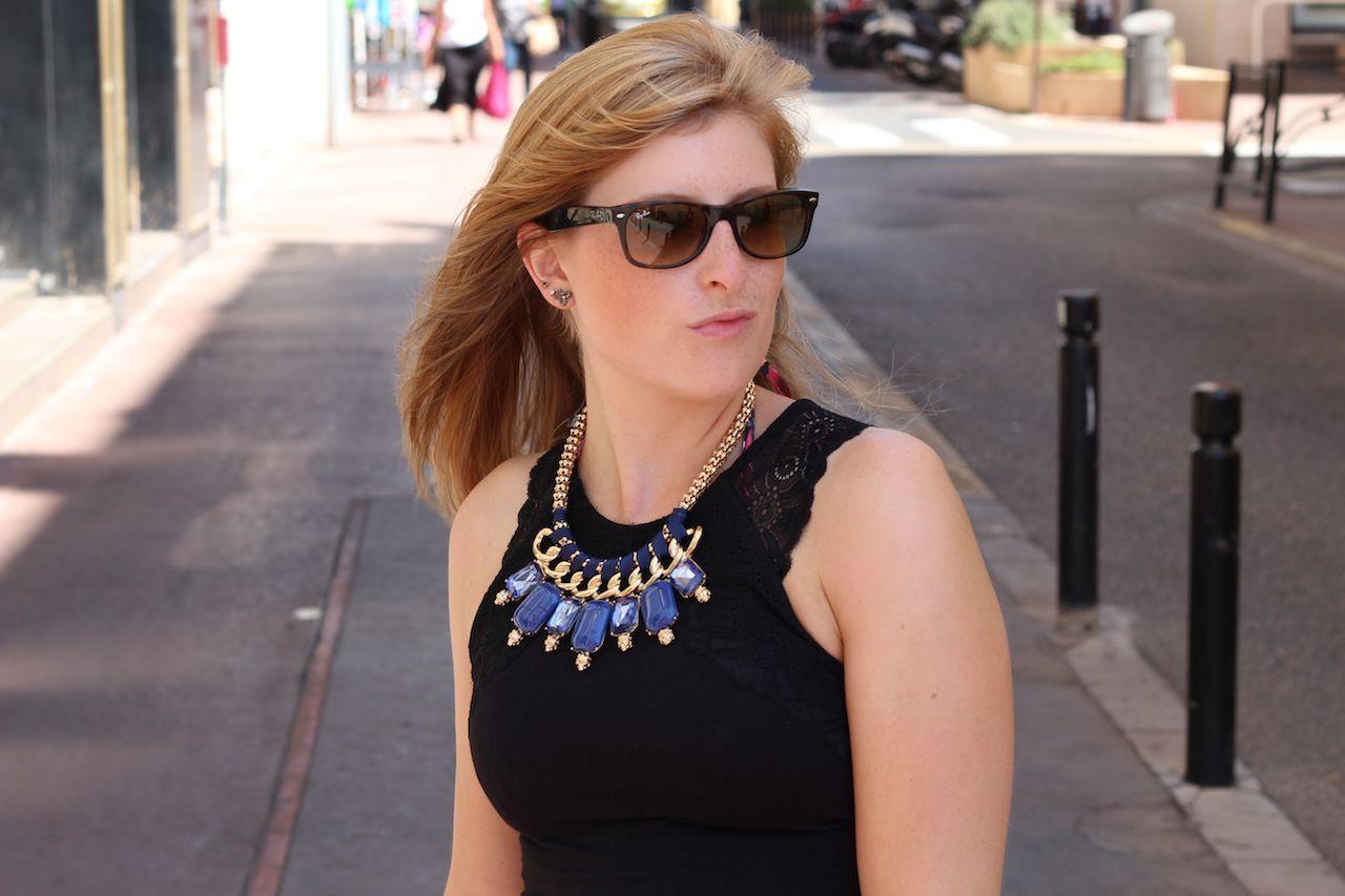Blaue Statement Kette Blauer Sommer Look Cannes Ray Ban Wayfarer
