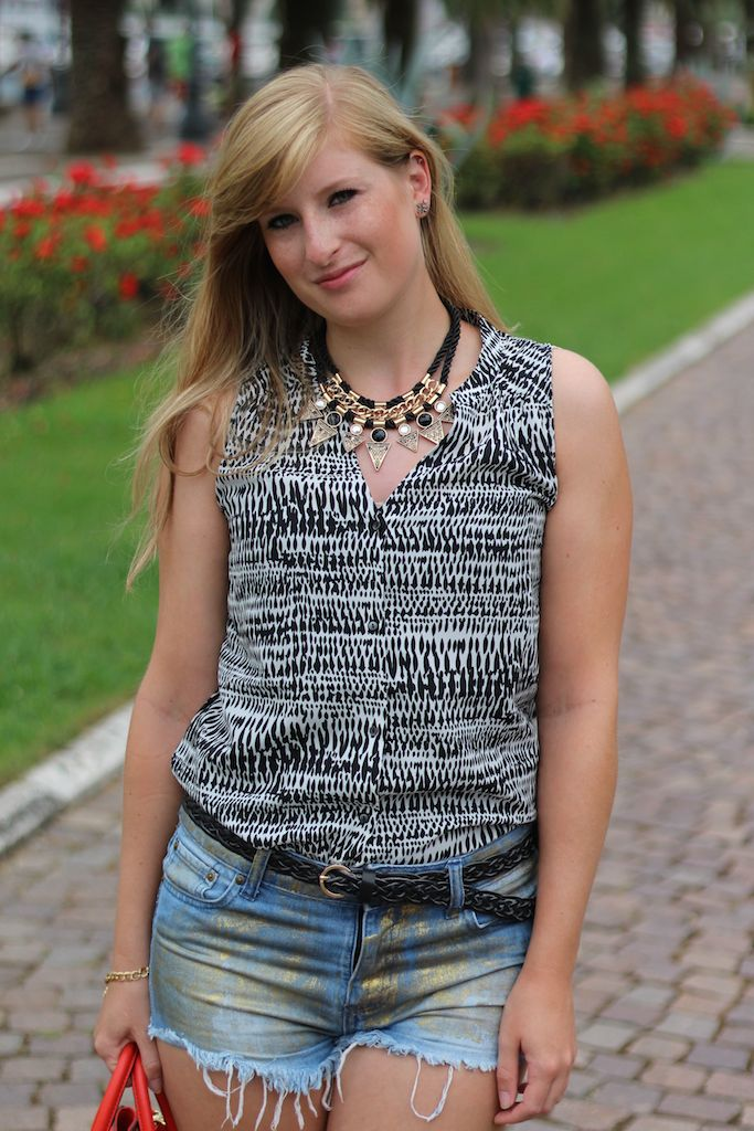 Goldene Jeans Hotpants Reiseoutfitkombinieren Fashion Look OOTD Blog Pisa