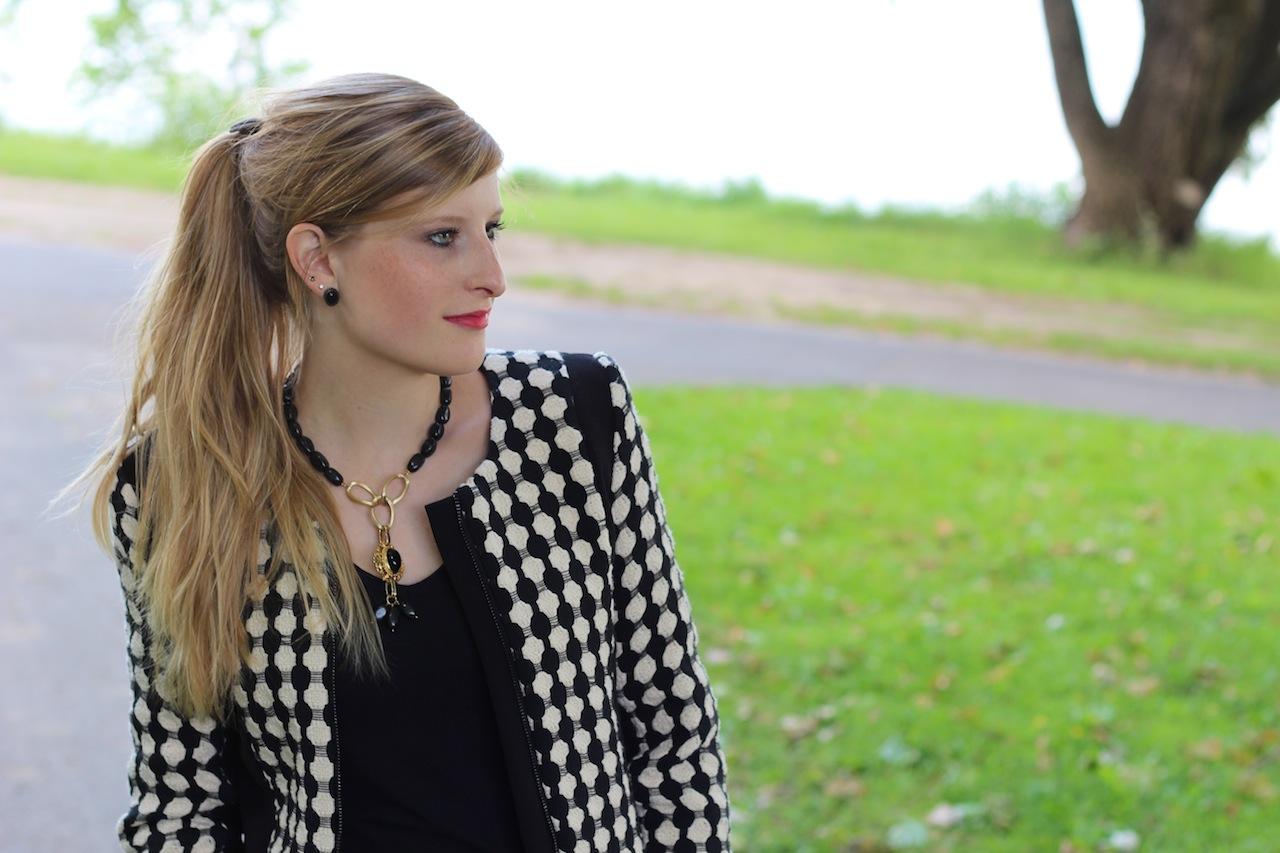 Kreismuster Blazer Herbstmode Modeblog schwarz goldener Schmuck