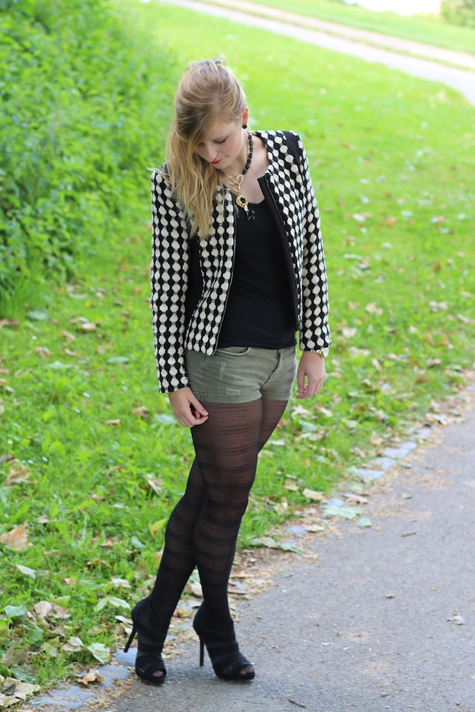 Grüne Hotpants mit Strumpfhose Herbstmode Modeblog