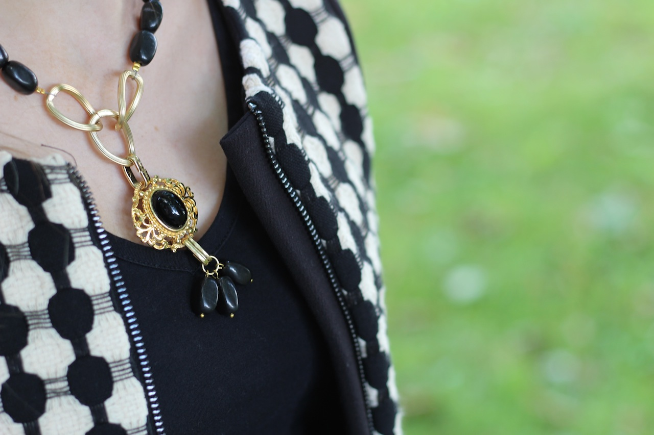 schwarz goldene Kette Schmuck Herbstaccessoires Details Modeblog