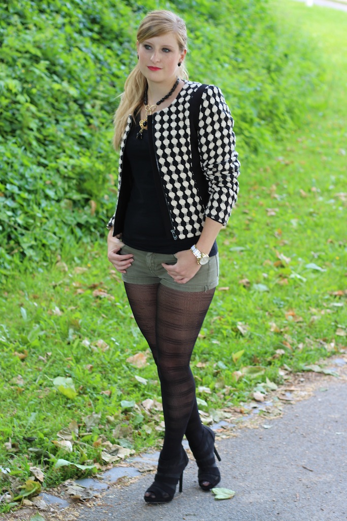 Jeans Hotpants kombinieren mit Muster Strumpfhose Herbstmode Outfit OOTD Blog