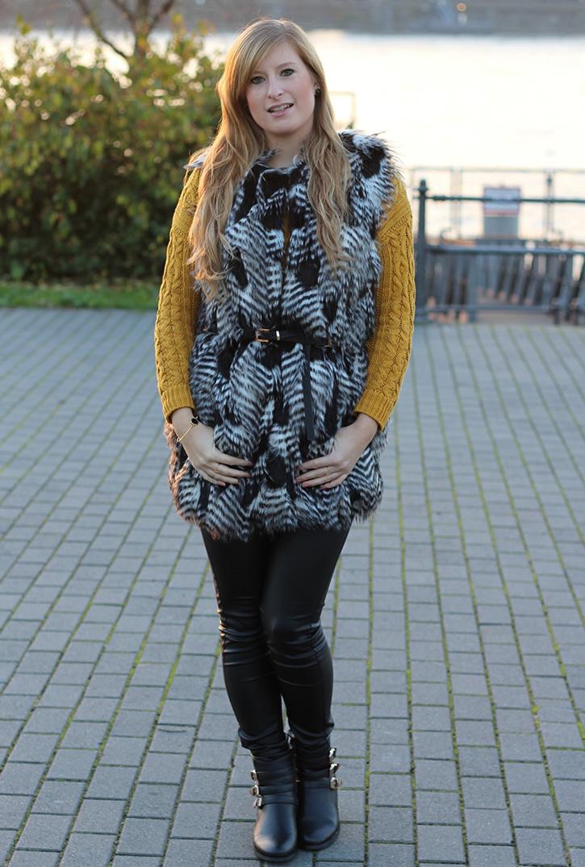 1 Fellweste mit Lederhose kombinieren Winteroutfit Modebloggerin