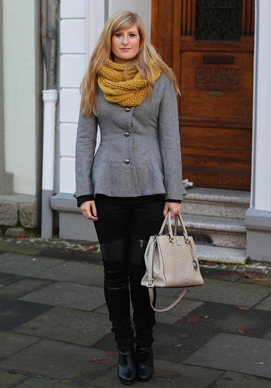 1 Wintermode Outfit - graue Jacke mit Michael Kors Tasche Rundschal