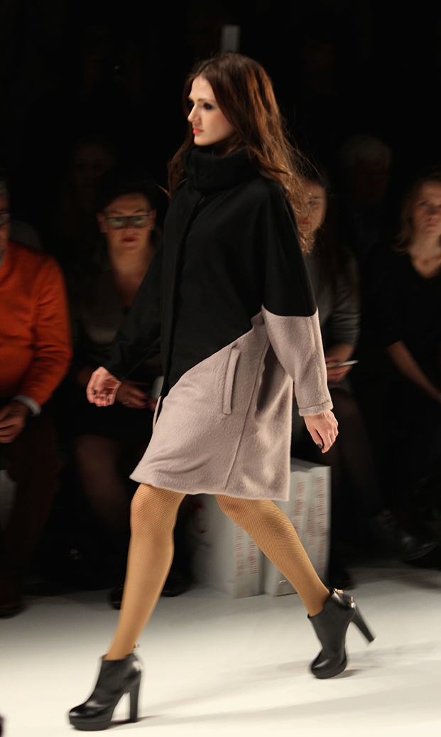 9 Fashion Week Berlin Runway 2015 Mantel