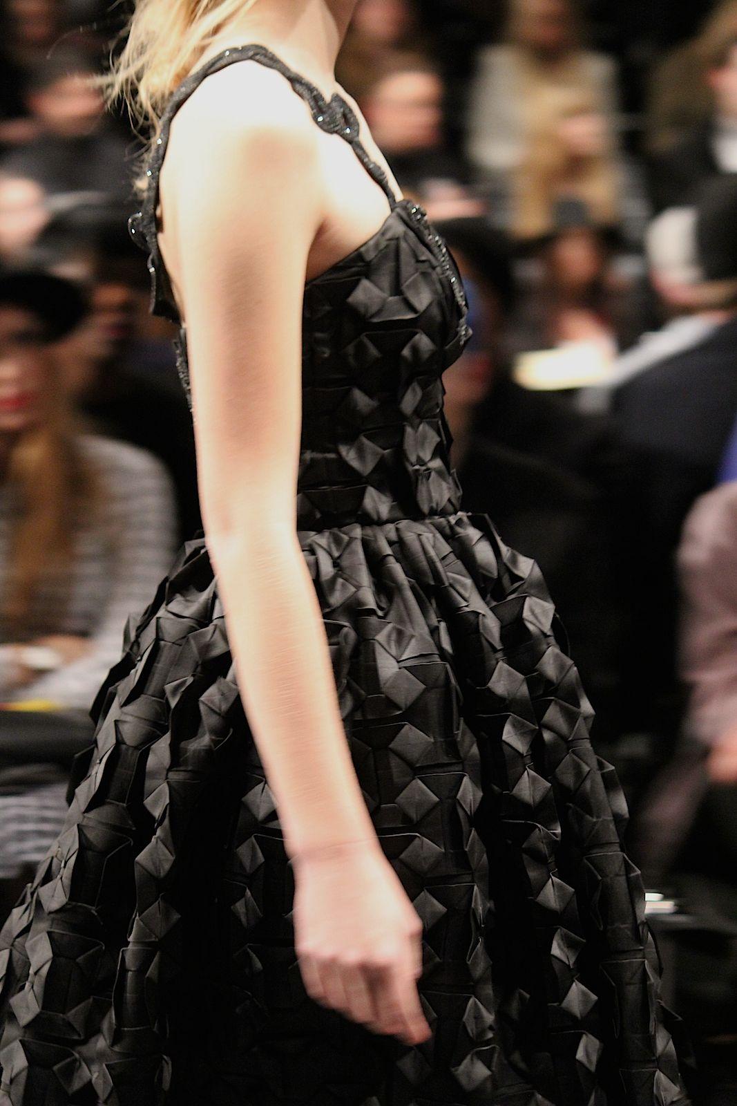 93 Kilian Kerner Fashion Show Herbst:Winter 2015 Show schwarzes Kleid