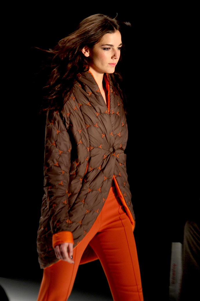 95 Anja Gockel Fashion Week Berlin Show 2015 braun rot Jacke