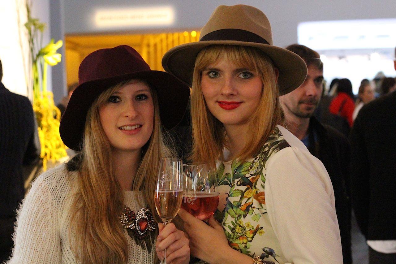 Brinisfashionbook und Des-Belles-Choses im Fashion Week Zelt