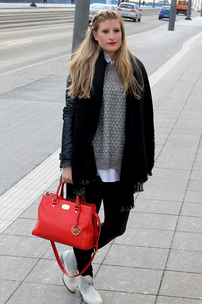 1 Streetstyle Layering Look Lederjacke pullover bluse Modeblog