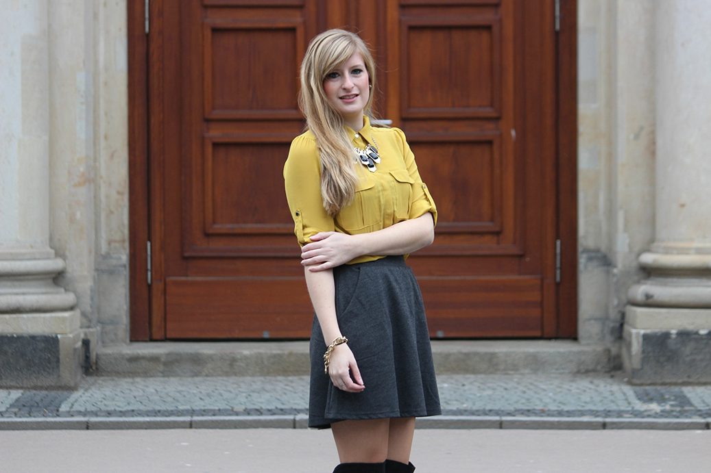 3 Outfit selfgelbe Bluse Fashion Week Streetstyle Fashion Blog Overknee Stiefel kombinieren