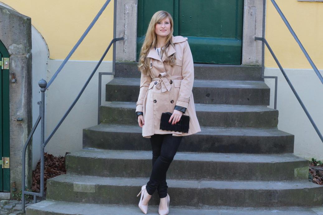 3 Paris Streetstyle Fashion Blog mit Camel Trenchcoat schwarz und beige kombinieren