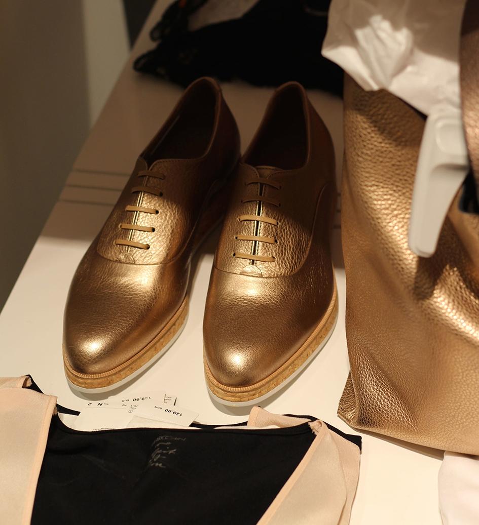 5 Marc Cain & GRAZIA Shop Event Köln Modeblog goldene Schuhe