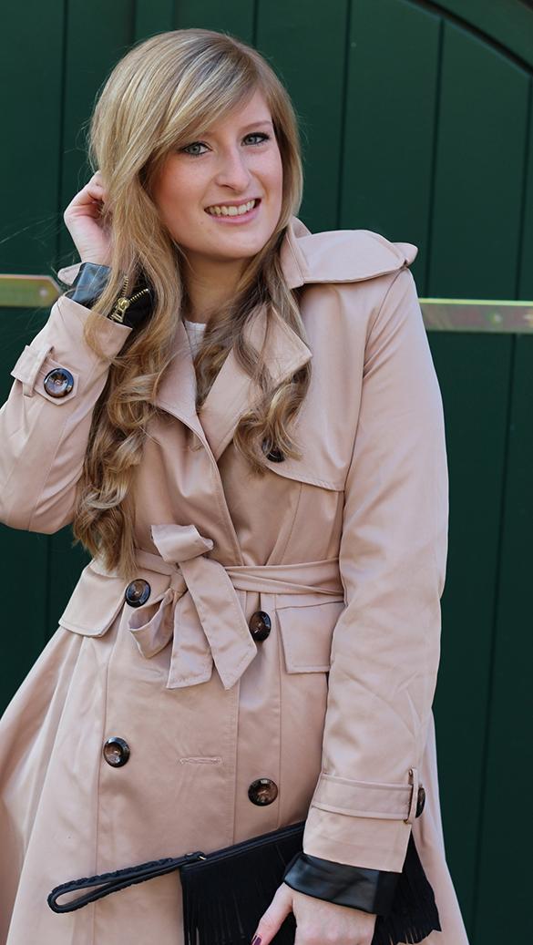 7 Paris Streetstyle mit Camel Trenchcoat Mode Blog