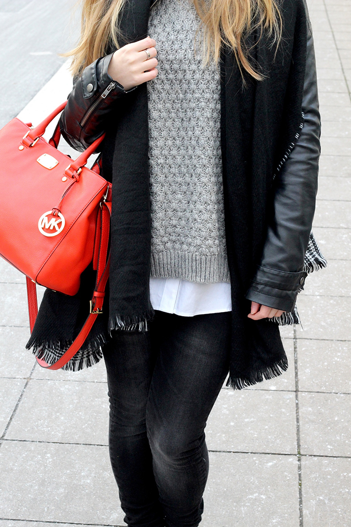 8 Streetstyle Layered pullover bluse Michael Kors Streetstyle Layering Look Lederjacke Modeblog