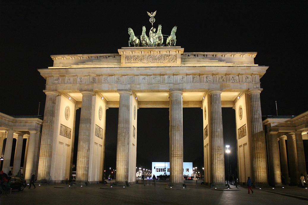 Brandenburger Tor by night MBFWB Travelblog