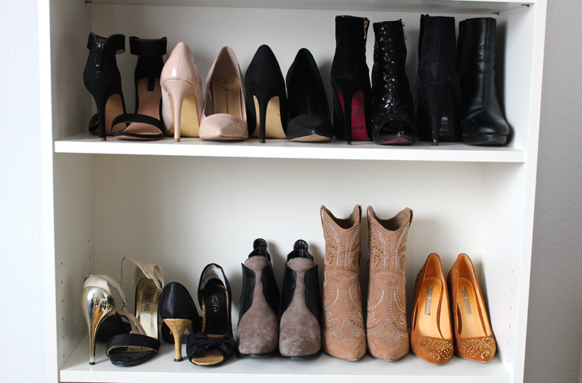 schuhschrank mit high heels drauf wohn design. Black Bedroom Furniture Sets. Home Design Ideas