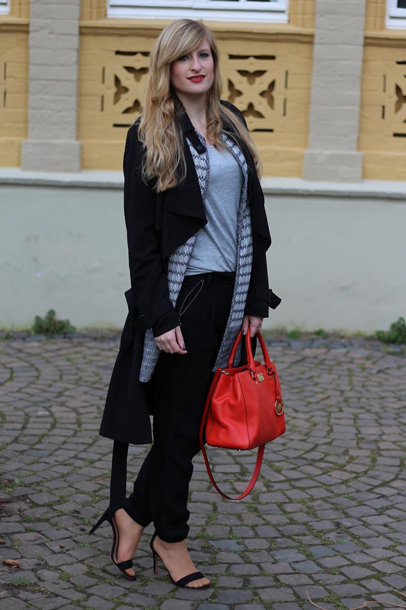 3 Stoffhose schwarz grau Outfit Blog Orange Michael Kors Tasche