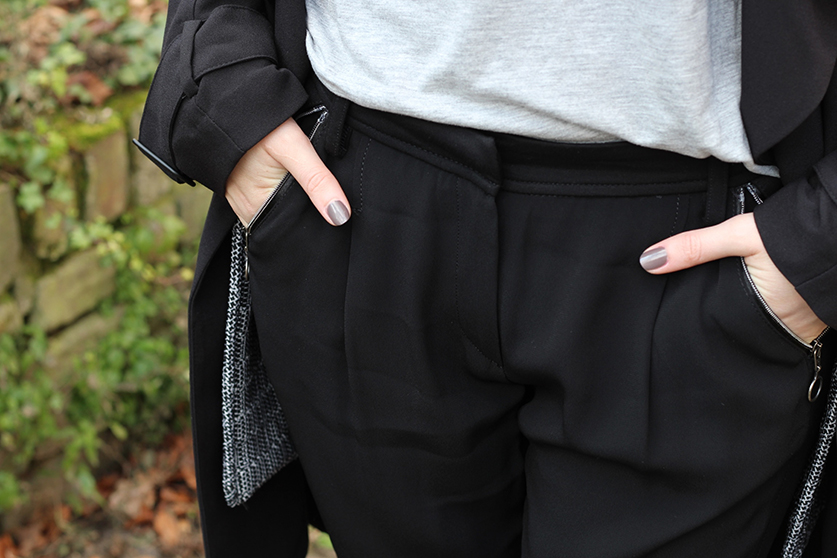 4 Badge Hose schwarz Expresso Mode blog