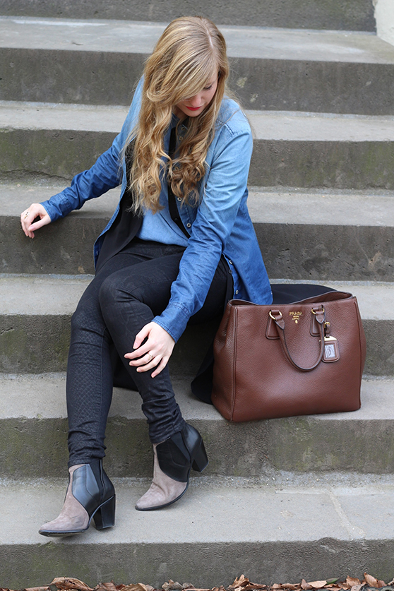 7 Denim on Denim Prada Bag Fashion Blog Jeans mit Jeans kombinieren Outfit
