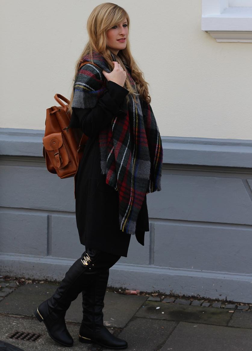 7 Rucksack schwarzer Look Overknees Overknee Stiefel kombinieren Lederrucksack Fashion Blog