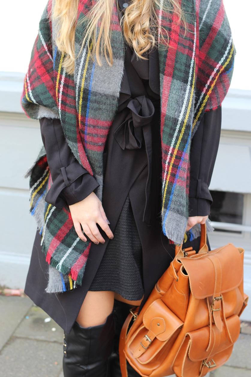 Titelbild Rucksack Layering Schal Modeblog Overknees Overknee Stiefel kombinieren Lederrucksack