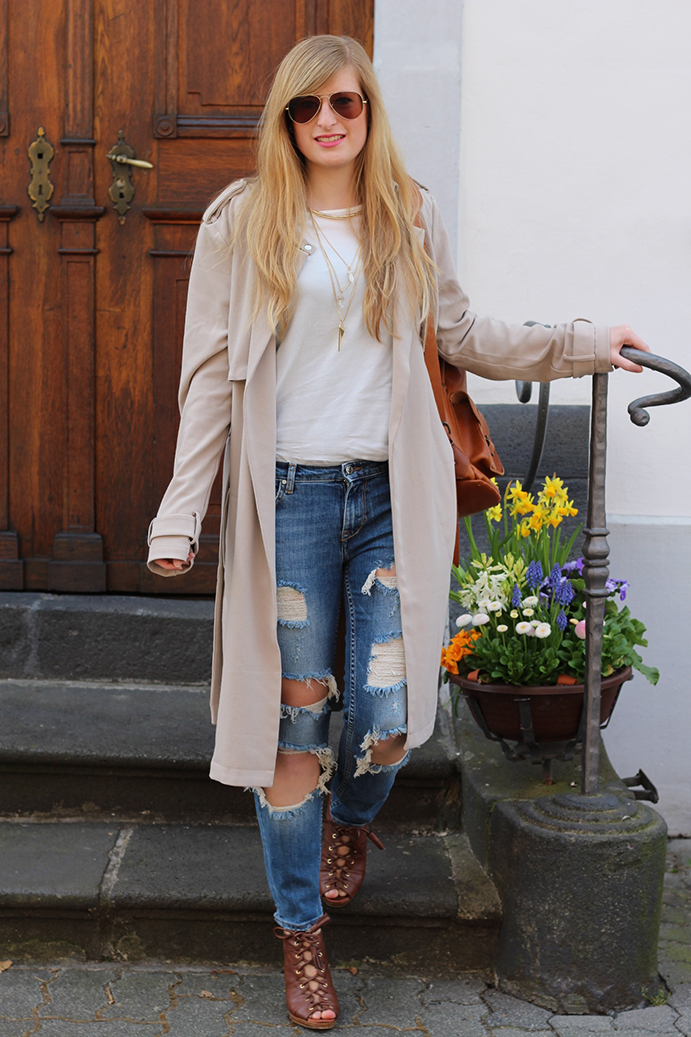 1 Ripped Jeans Trenchcoat Modeblog