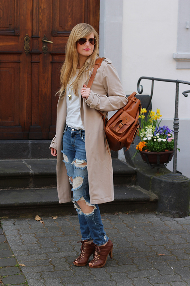 4 Trenchcoat Ripped Denim Fashion Blog work-life-balance