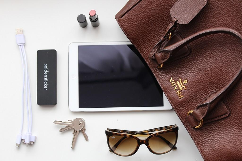 Meine Handtasche und ich! What's in my bag?