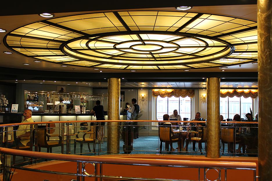 3 MSC Kreuzfahrt Mittelmeer Erfahrungen Cafe Interior