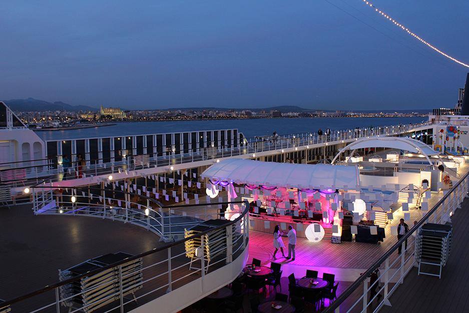 5 MSC Kreuzfahrt Mittelmeer Erfahrungen Deck White Party