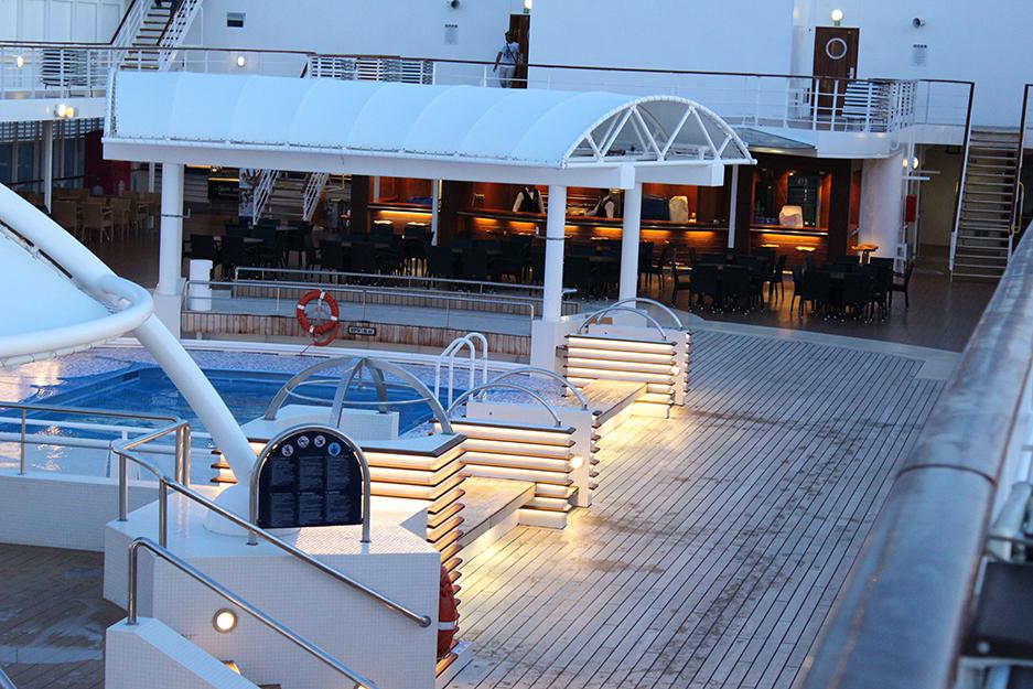 6 MSC Kreuzfahrt Mittelmeer Pool Deck Sommerurlaub