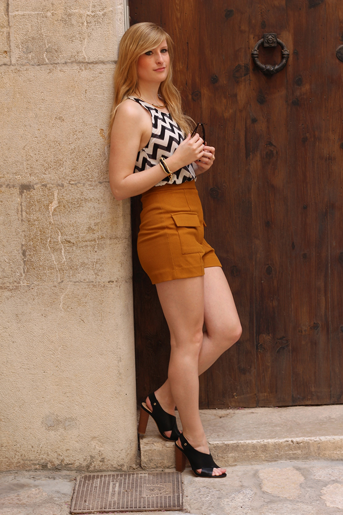 7 Sommer Outfit Heels an Kathedrale in Palma de Mallorca