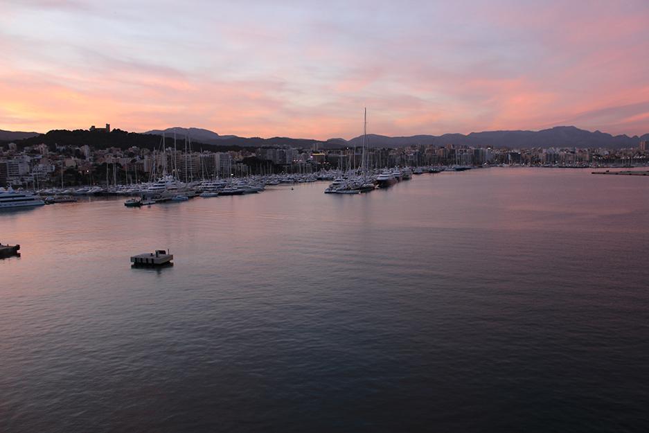 Sonnenuntergang Hafen Palma de Mallorca Skyline Yacht Reiseblog