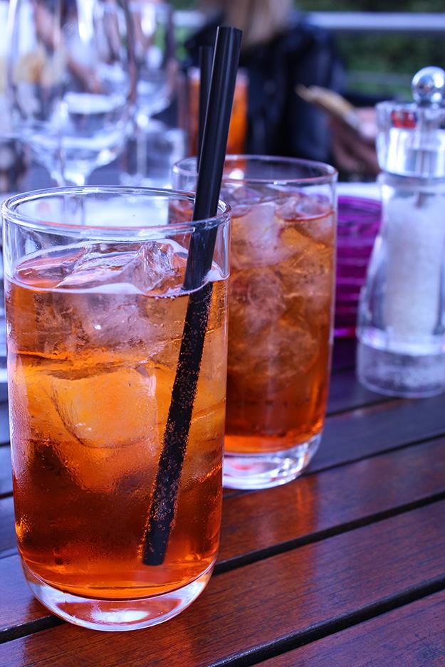 1 Begrüßungscocktail Radisson Blu Aperetiv Spritz Getränk Erfrischung