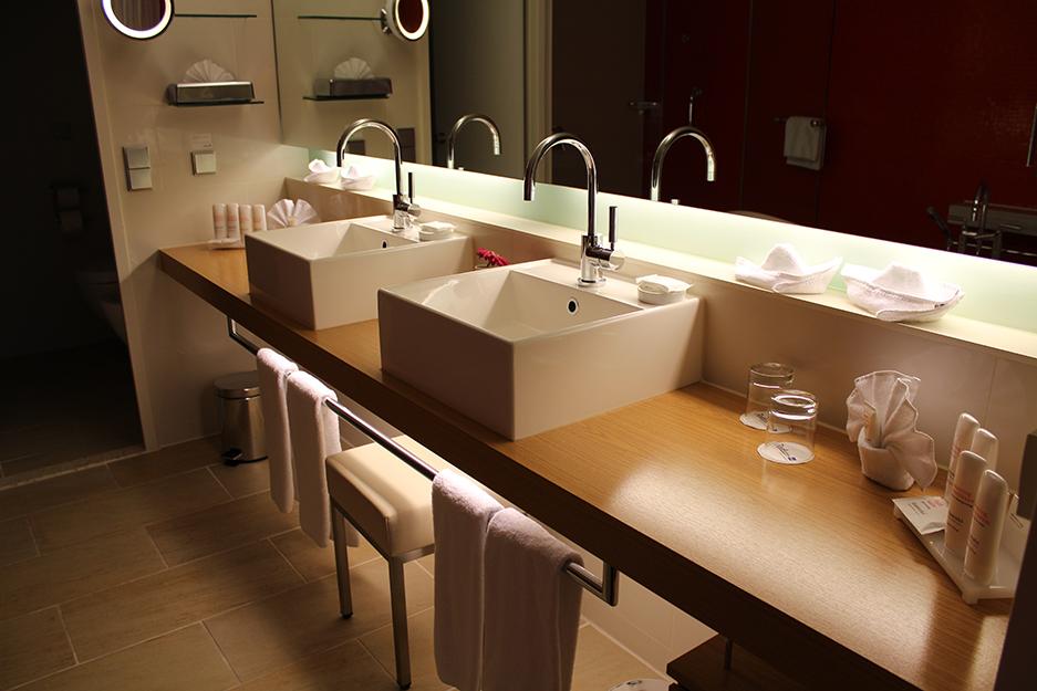 91 Badezimmer in der Präsidenten Suite des Radisson Blu Frankfurt
