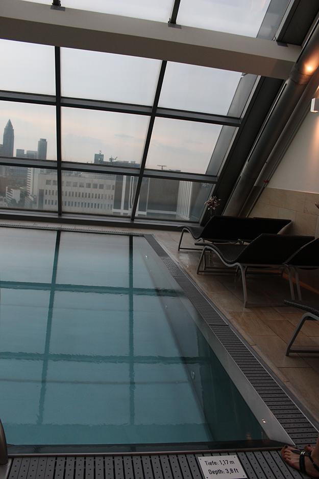 96 Radisson Blu Frankfurt Wellnessbereich Skyline